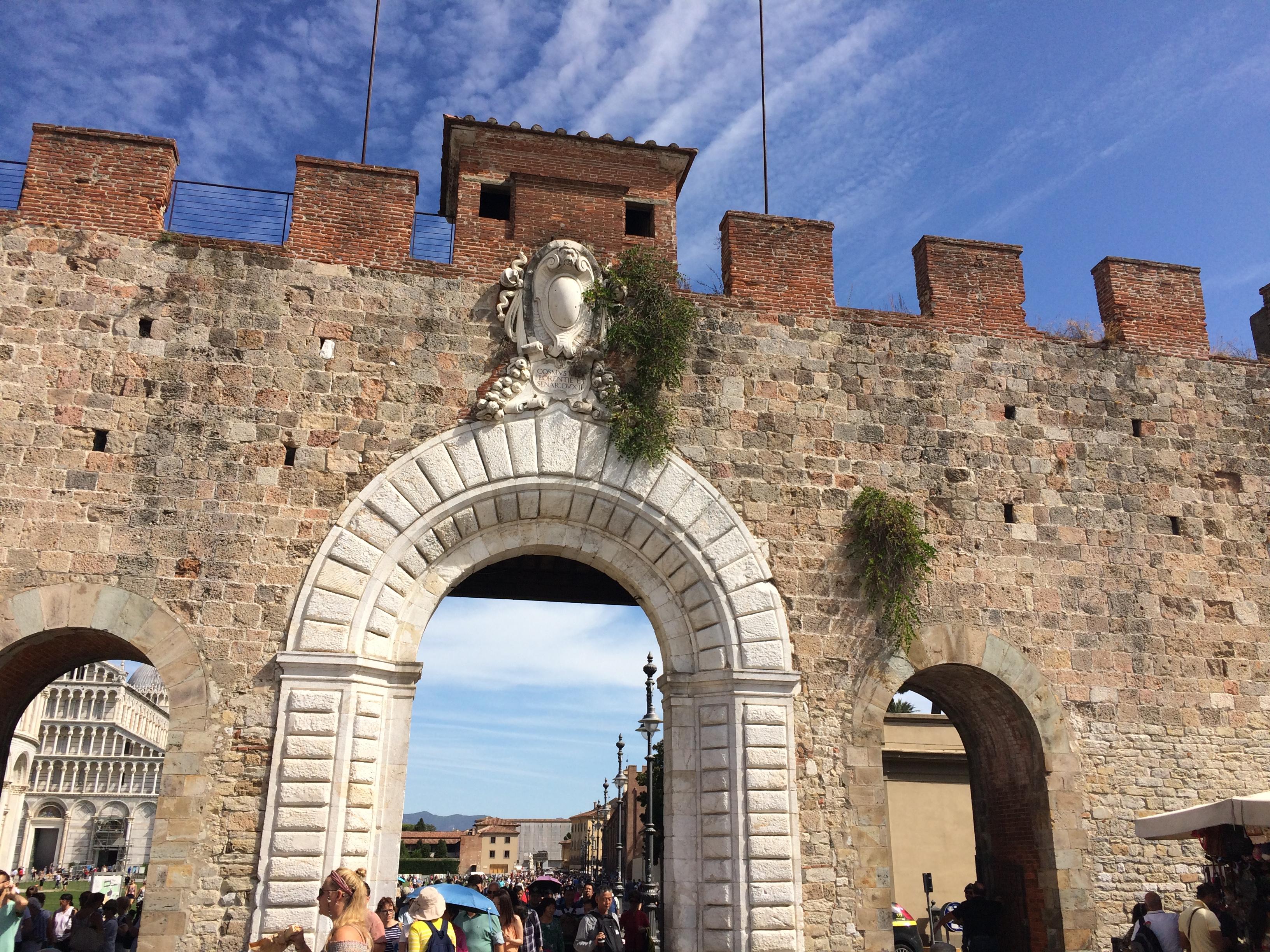 Pisa gate