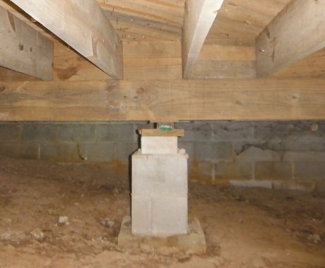 Causes of Sagging Beams or Floor Joists in a Crawl Space