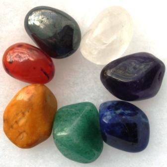 Edelstenen in verschillende kleuren, symbool voor Chakra Harmonie