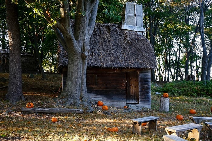 Old Pioneer village in Salem, MA is the village filming location of the movie Hocus Pocus.