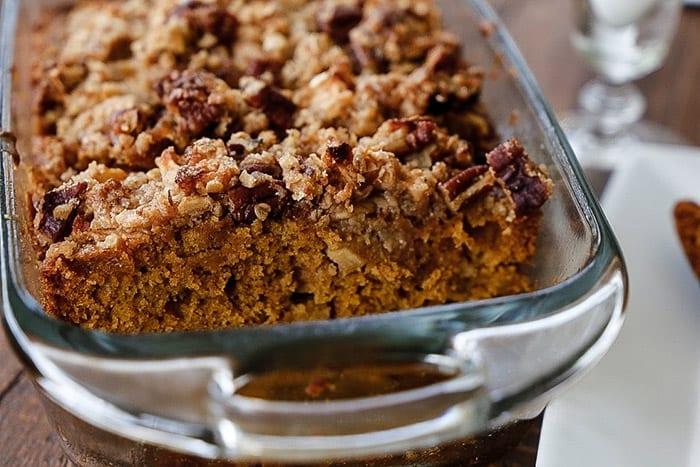 Delicious, super moist pumpkin apple bread with cinnamon oatmeal streusel.