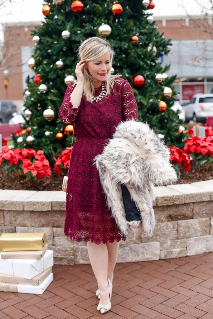 holiday-glam-chicwish-dress-burgundy-dress-faux-fur-2