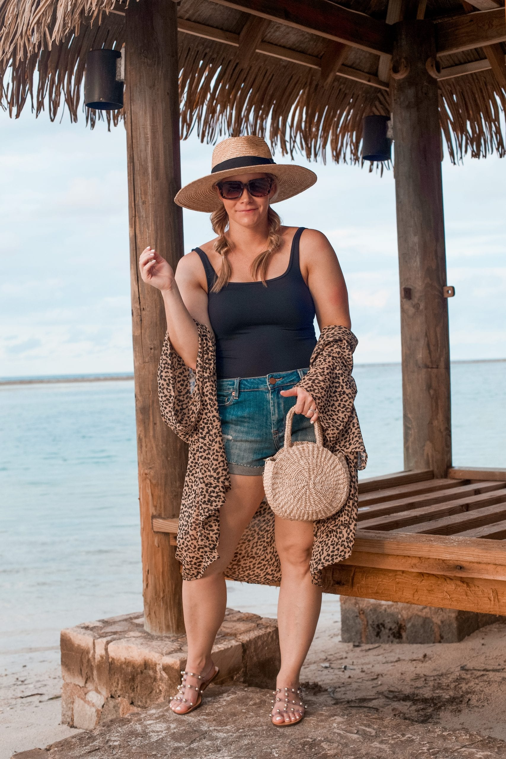 5 Must Have Items for an Easy Beach Look