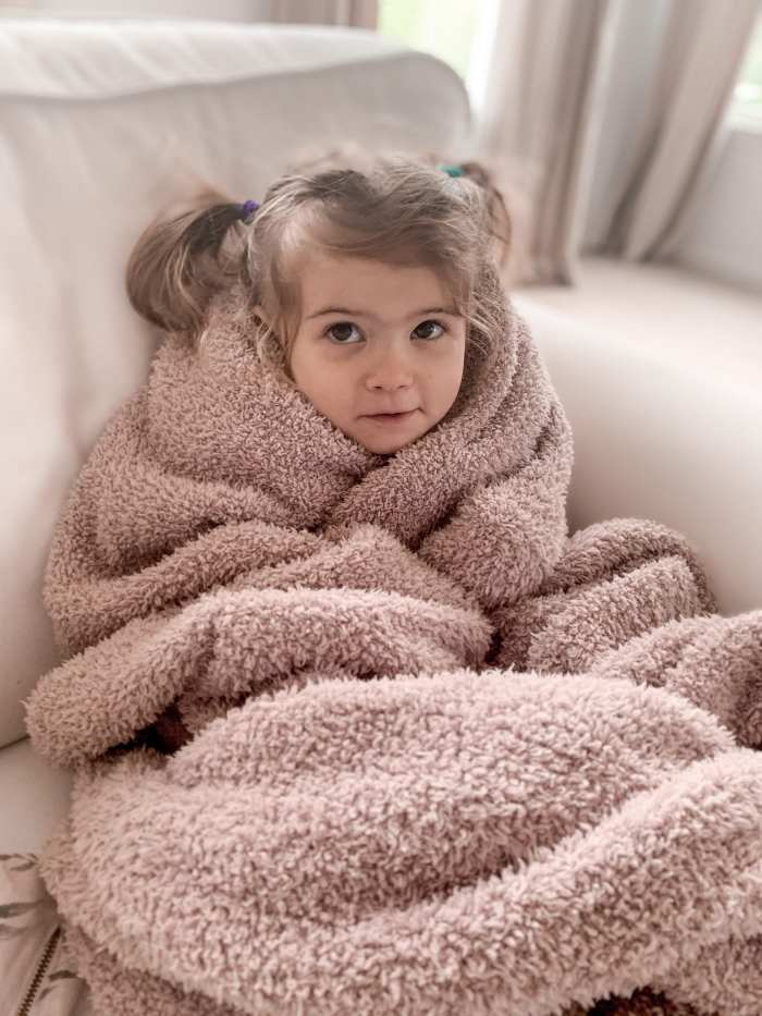 Anniversary Sale- Closet Staple Items- Fall Sale- Ashley Pletcher- Barefoot Dreams Throw Blanket