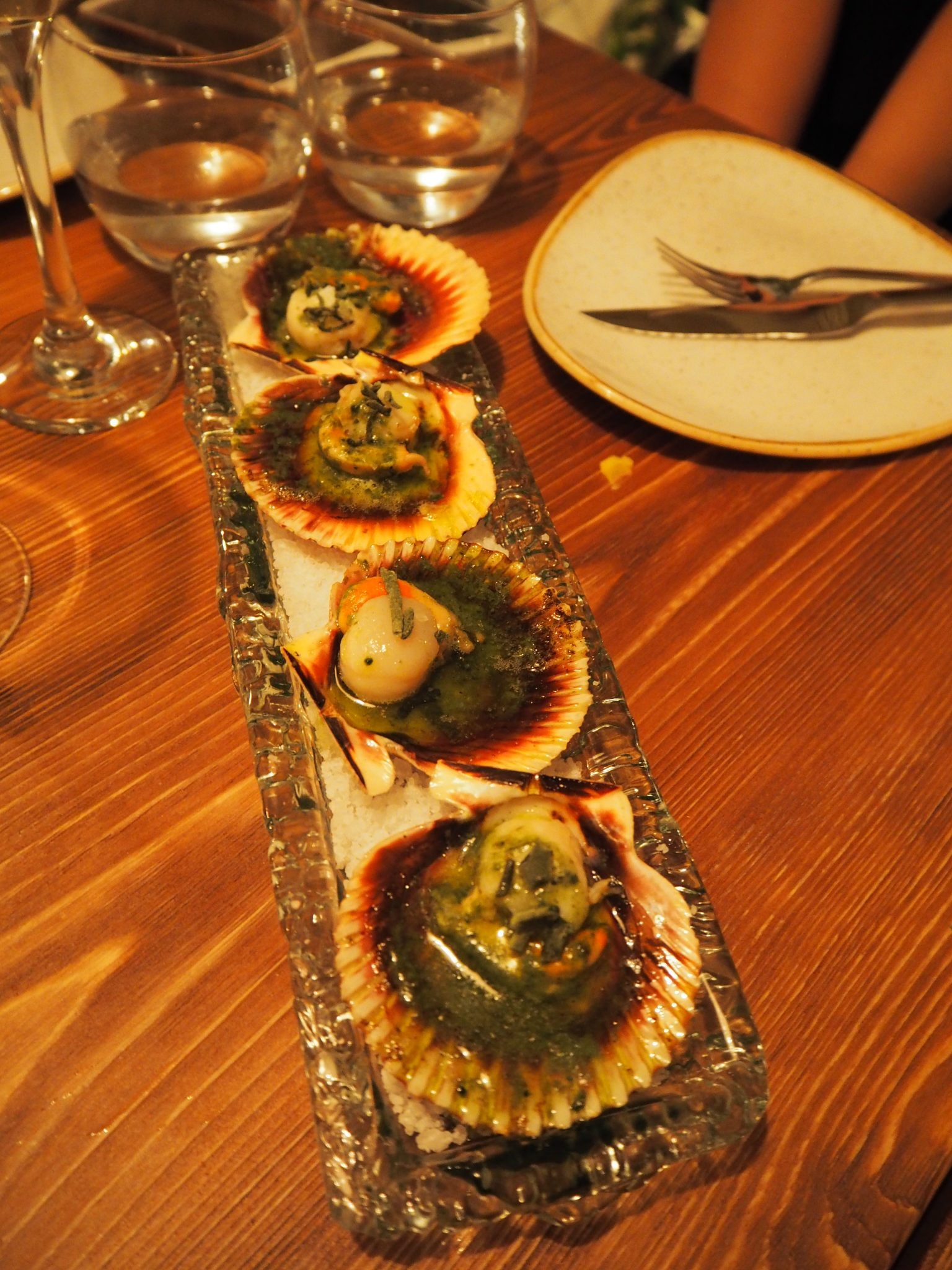 Baby scallops with codium seaweed butter / Pétoncles au beurre d'algues (codium)