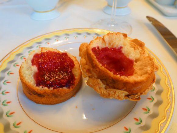 Raspberry & Almond Scone / Scones Framboises & Amandes