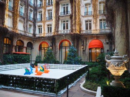 Hôtel Plaza Athénée Paris - Inner Courtyard / Cour Intérieure