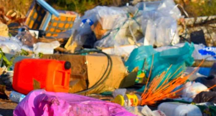 παράνομης ρίψης σκουπιδιών