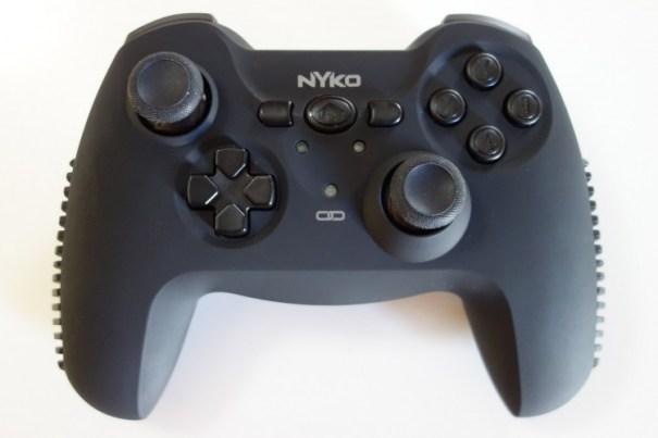nyko-cygnus-head-on-top-front