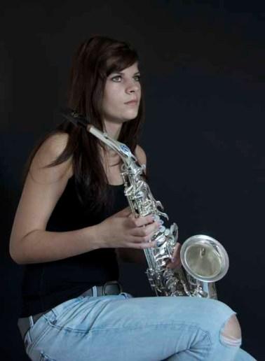 21 Saskia van den Broek Meisje met sax 2