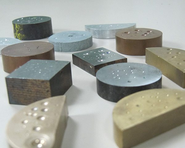 Durezas y microdurezas en superficies metálicas