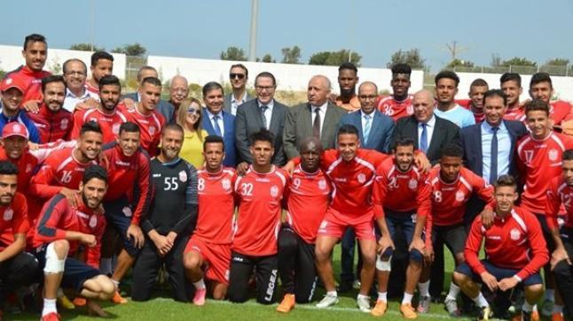 بالصور.. والي سوس ماسة ومنتخبين يزورون فريق حسنية أكادير لتشجيعه