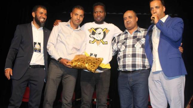 """جمعية """"أيادي الرحمة"""" تكرم فعاليات رياضية و إعلامية بمدينة أكادير"""