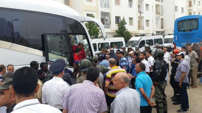 سلطات أكادير تُرحل عشرات المهاجرين الأفارقة إلى أنزا