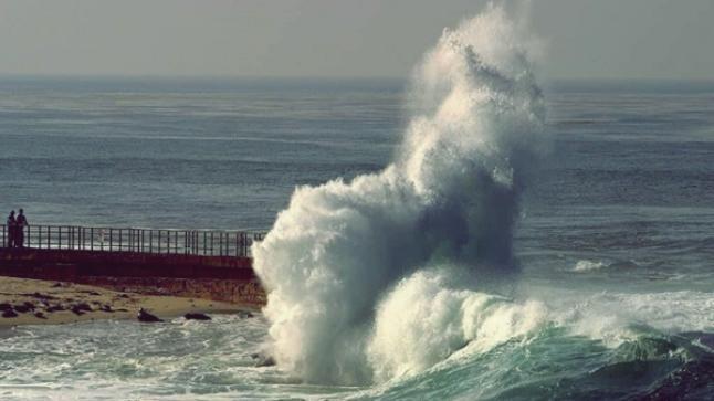 تحذير: ظروف جوية سيئة بسواحل أكادير ابتداء من اليوم الخميس