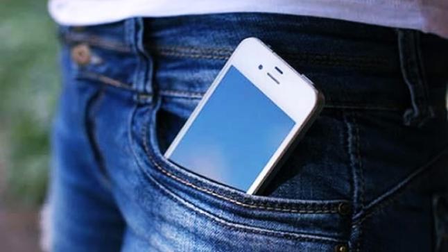 """دراسة جديدة تكشف خطر الهواتف على """"خصوبة الرجال"""""""