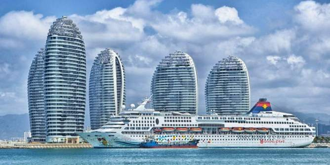 Ship and buildings in Hainan, China (Pixabay.com)