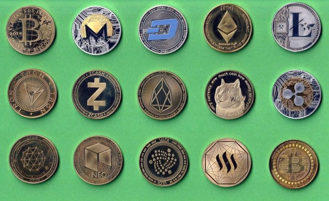 Commemorative coins of Bitcoin, Ether, Litecoin, and other altcoins