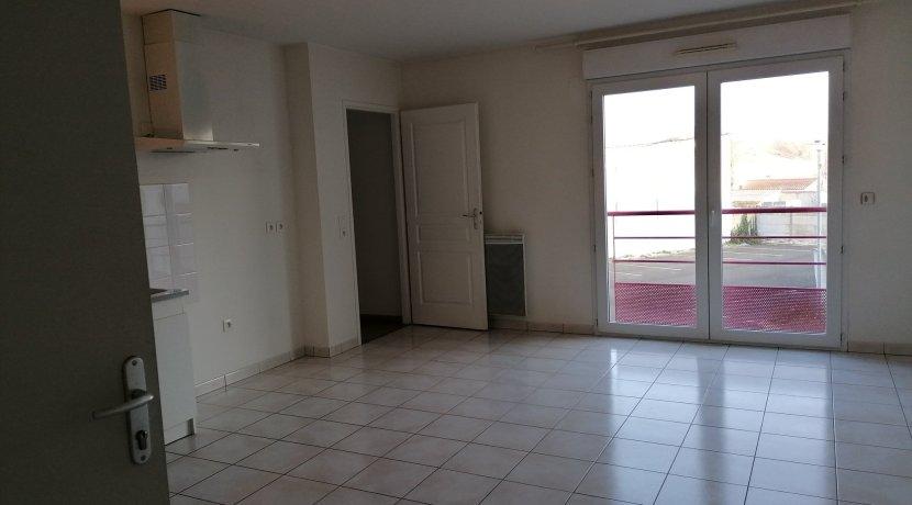 vente-dans-une-copropriete-de-2011-au-1er-etage-dune-residence-...-challans-C0340A-2193