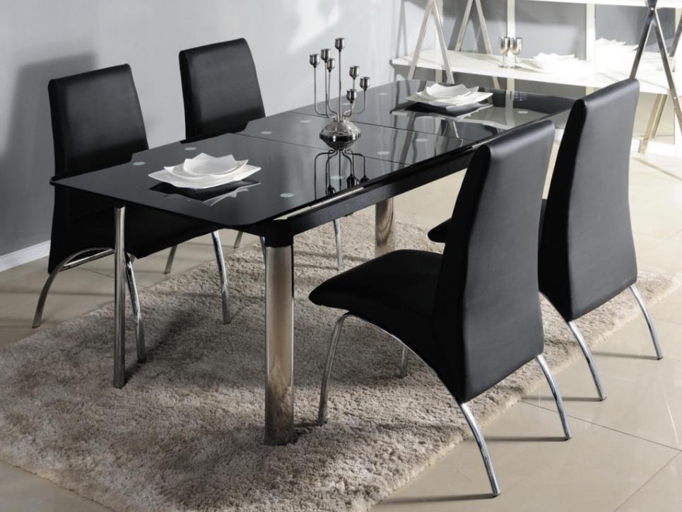 table et chaises de salle a manger