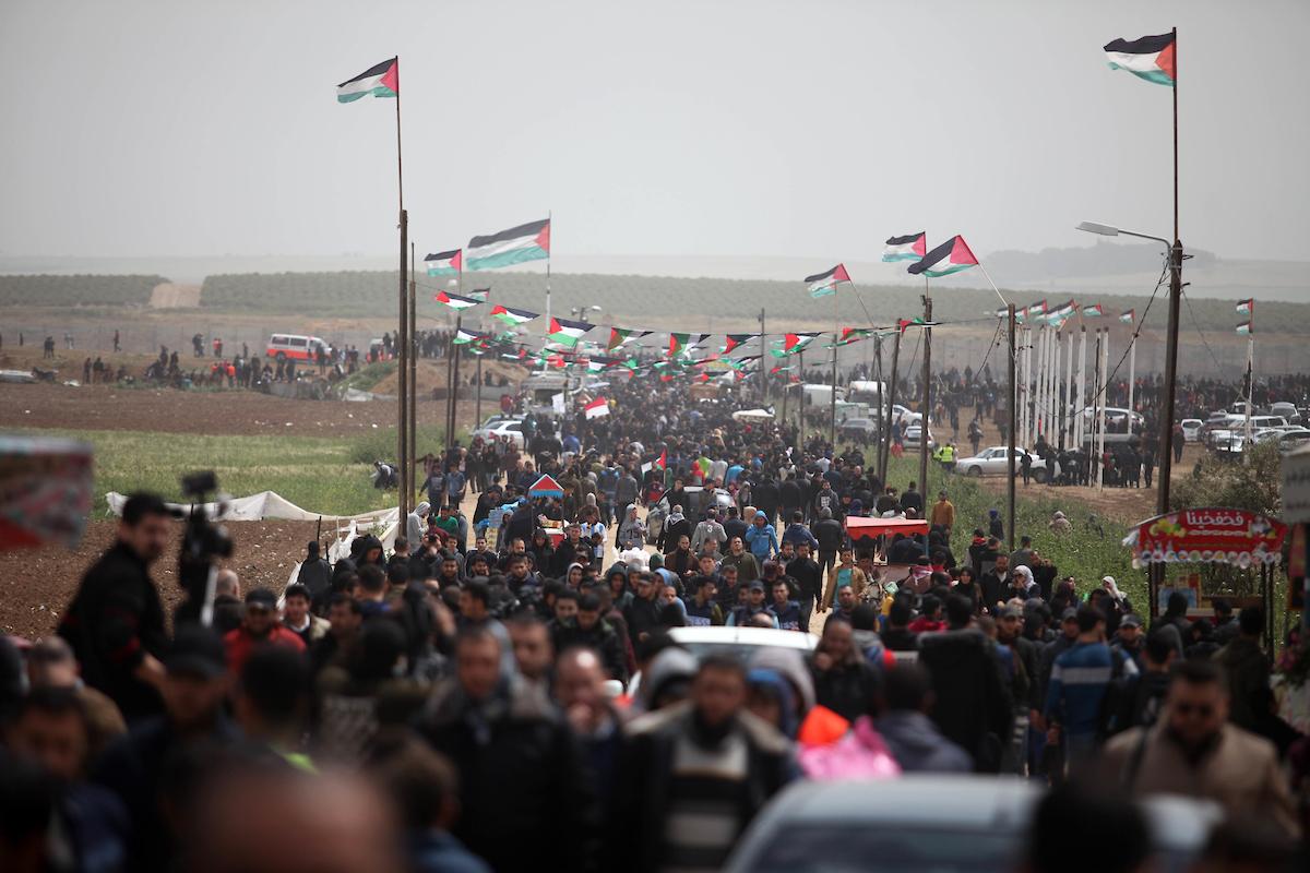 Manifestants palestiniens rassemblés à l'est de la ville de Gaza, le 30 mars 2019 pour la Grande Marche du Retour. (Photo: Mahmoud Ajjour/APA Images)