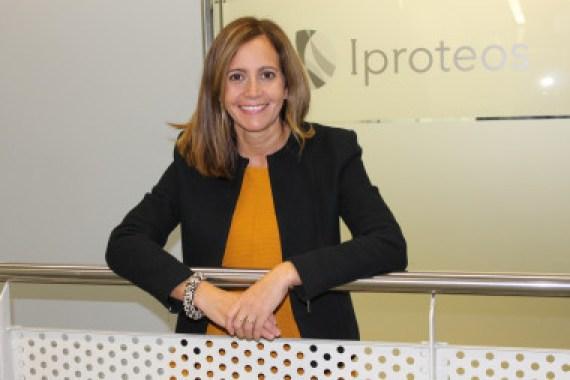 <p>Teresa Tarragó en la sede de Iproteos. / PCB</p>