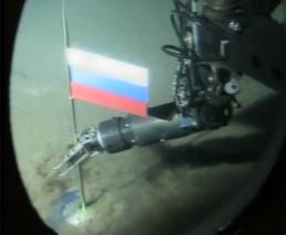Cápsula de titanio con una bandera rusa en el fondo del Ártico (2007). / EFE