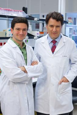 <p>Alfonso Rodríguez e Ignacio Melero, investigadores del Programa de Inmunología e Inmunoterapia del CIMA de la Universidad de Navarra. / CIMA</p>