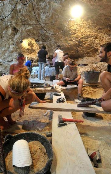 Excavaciones en Abric Romaní agosto 20111