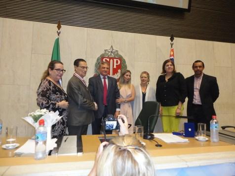 Divaldo recebe o Colar da ALESP