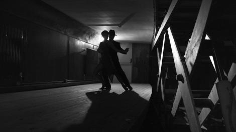 """""""Nessuna danza popolare raggiunge lo stesso livello di comunicazione tra i corpi: emozione, energia, respirazione, abbraccio, palpitazione"""": così racconta il tango uno dei suoi massimi interpreti internazionali, il ballerino argentino Miguel Angel Zotto."""