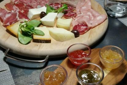 La Rampe: tagliere con salumi e formaggi
