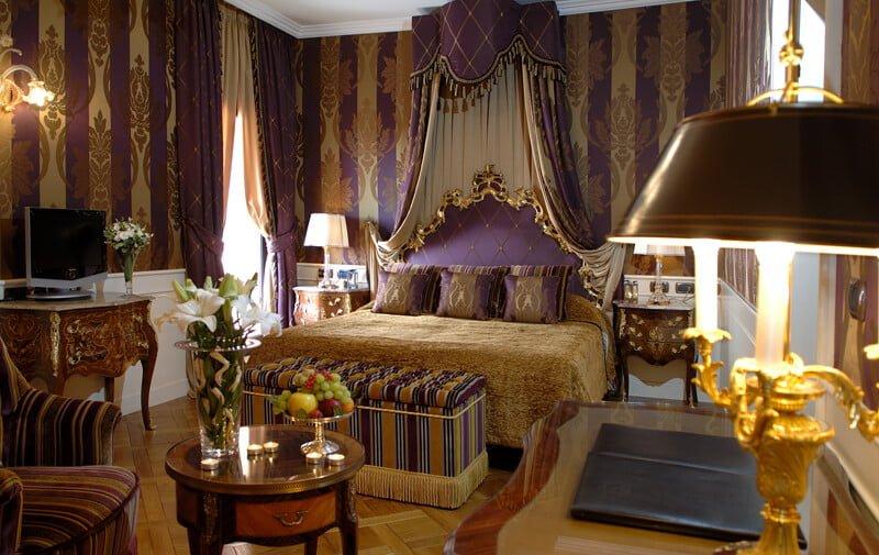 """Per chi vuole un albergo senza compromessi, il cinque stelle """"Grand Hotel Majestic"""" offre esperienze di lusso nel centro storico di Bologna"""
