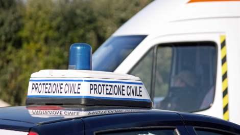 Numerose aziende campane stanno acquistando e donando un vaporizzatore germicida per sanificare le auto delle forze dell'ordine e di soccorso.