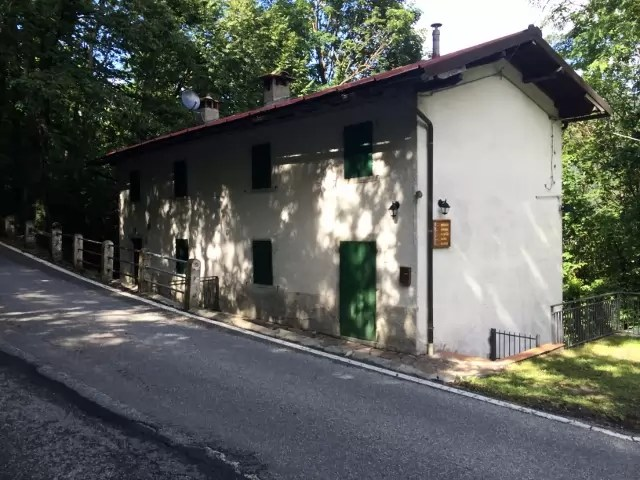 Villetta Bifamiliare Pianosinatico Porzione Terra Tetto Quattro Vani Mq 130 (3)