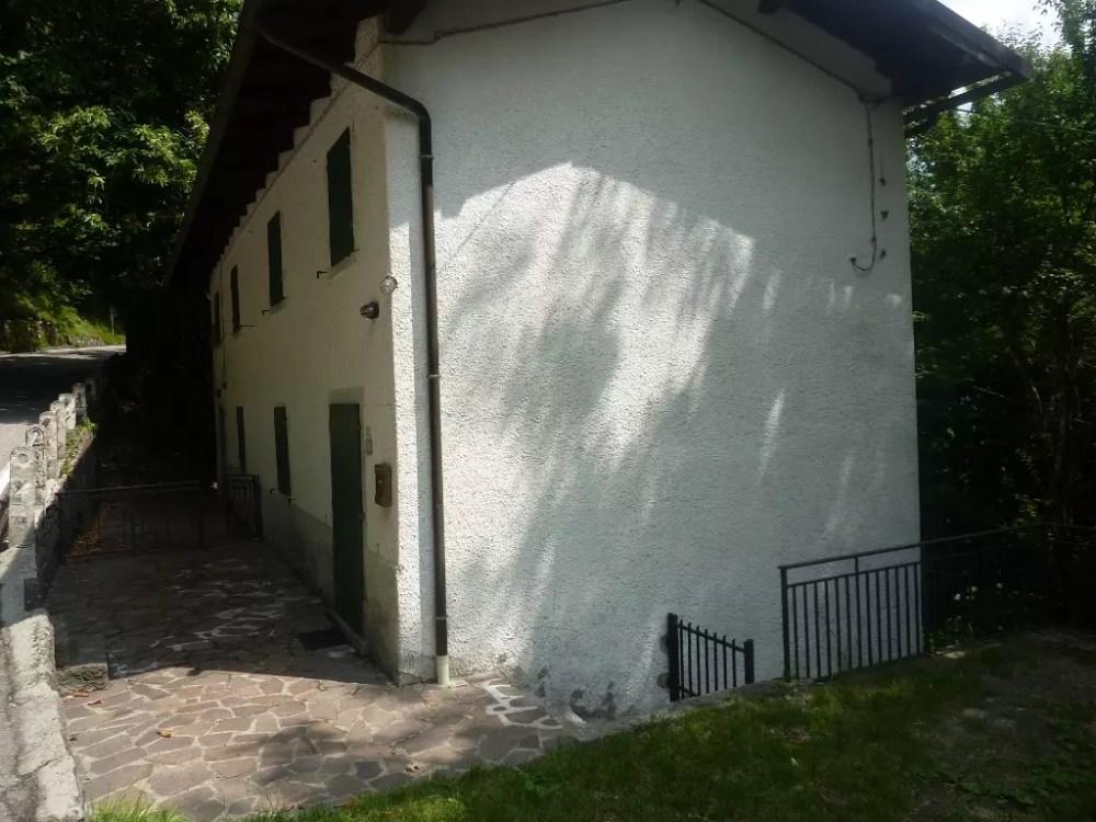 Villetta Bifamiliare Pianosinatico Porzione Terra Tetto Quattro Vani Mq 130 (50)