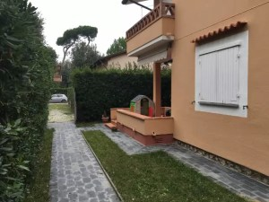 Villa Pietrasanta Tonfano Mq 200 Sei Locali Giardino Mq 500