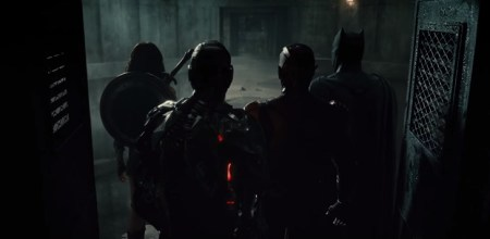 Justice-League-behind-back