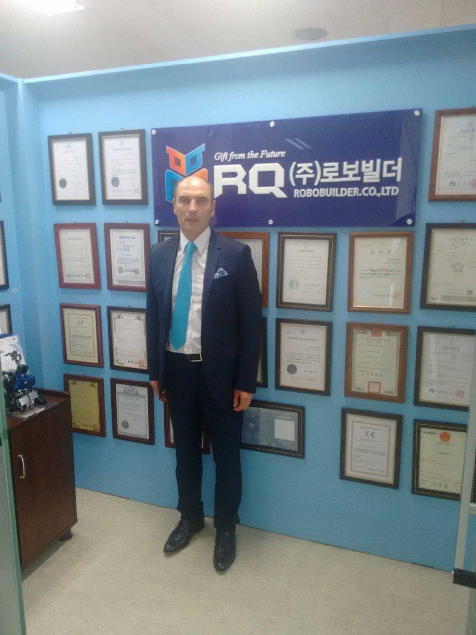 Le vice-président s'est rendu en Corée pour rencontrer les représentants de la marque Robobuilder