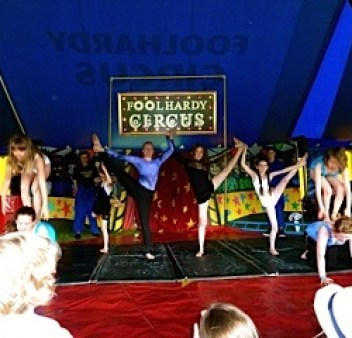 Agi K performing in show at Foolhardy Circus camp