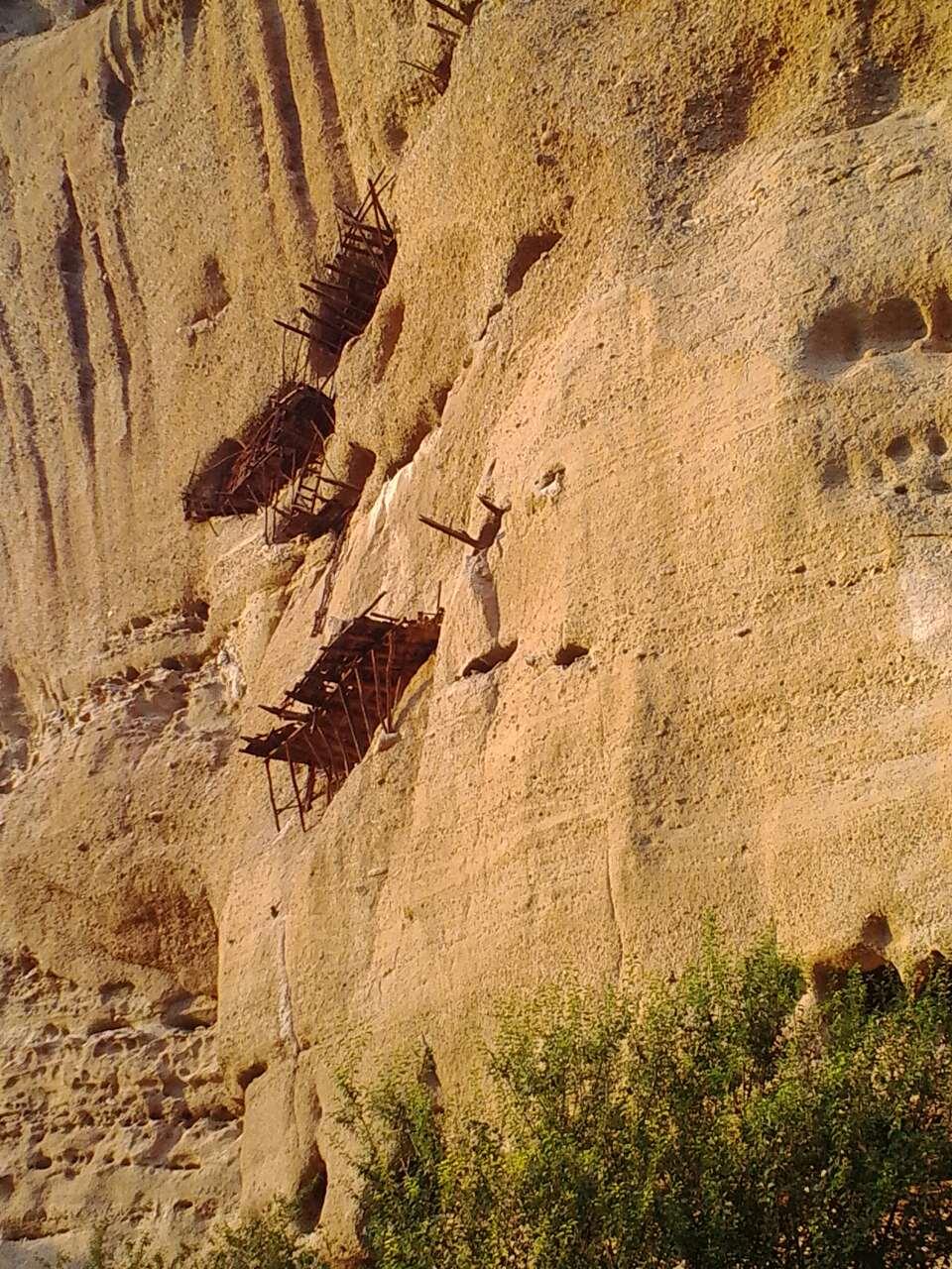 Σπήλαια-Ασκηταριά της Ι.Μ Αγίου Αντωνίου