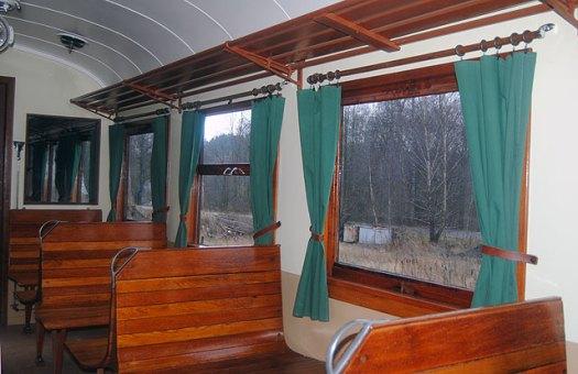 Vagn 24 har nu fått upp gardiner .Foto: Patrik Engberg