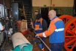 Karl-Inge och Kent arbetar med rör till motorn på HBA2. Foto: Patrik Engberg