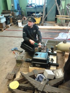 Arbete med elföreglingsutrustningen i verkstaden. Foto: Lars Johansson