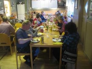 Middag efter arbetsdagen. Foto: Alexander Lagerberg