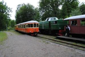 Tågmöte i Gräfsnäs mellan ankommande rälsbusståg och Tp-lokståget. Foto: Patrik Engberg