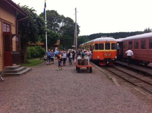 Rälsbusståget har precis ankommit Anten. Foto: Patrik Engberg