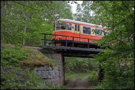 YBo5p passerar på bron över gamla landsvägen. Foto: Stefan Lindberg