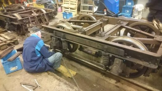 Arbete på boggin till vagn 28. Foto: Christian Merking