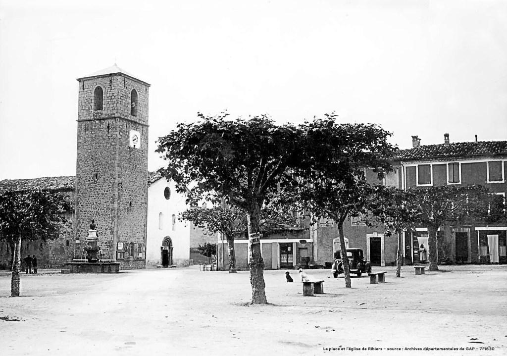 Retouche photo ancienne Place de Ribiers